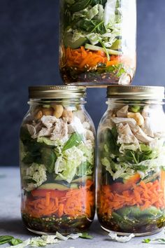 Chicken Mason Jar Salad Mason Jar Salad recipes are a delicious, easy, and perfect lunch for the week! This ASIAN CHICKEN MASON JAR SALAD is loaded with veggies, napa cabbage, rotisserie chicken and topped with a Sesame Dressing - done in 30 minutes! Mason Jars, Mason Jar Meals, Meals In A Jar, Asian Chicken, Lime Chicken, Chicken Salad, Sesame Chicken, Healthy Salads, Healthy Eating