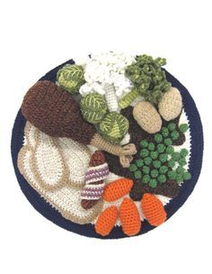 The Crocheted Foods of Kate Jenkins - Decor Tips Kate Jenkins has produced crocheted versions of all kinds of foods, including full dinners, comfort foods, and entire menus! Crochet Fruit, Crochet Food, Love Crochet, Learn To Crochet, Crochet For Kids, Crochet Crafts, Yarn Crafts, Crochet Projects, Crochet Baby