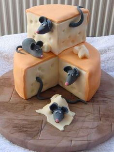 Mouse in cheese cake design Pretty Cakes, Cute Cakes, Fondant Cakes, Cupcake Cakes, Fondant Cake Designs, Fondant Cake Tutorial, Funny Cake, Crazy Cakes, Crazy Birthday Cakes