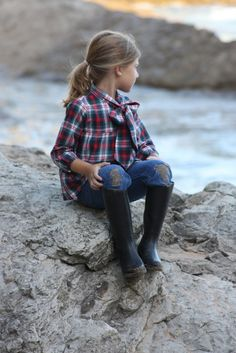 navy & red plaid shirt with adorable bow | El Lagarto Está Llorando