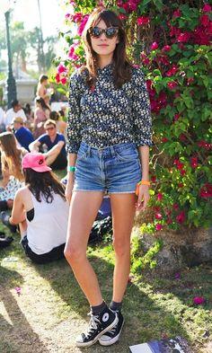 Meninas, precisando de inspiração para usar seu Short Jeans? A modelo britânica Alexa Chung adora o seu e abusa dele com muitas combinações, desde mai...