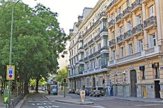 Paseo de la Castellana Places In Spain, Squares, Madrid, Barcelona, To Go, Street View, Illustration, Travel, Beautiful