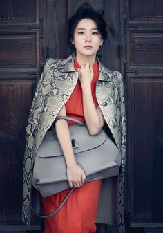 Lee Young Ae - Style with Gucci python skin coat, Orange silk dress, and Bamboo daily large tote bag
