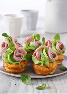 Cupcake jambon petits pois À faire! Savory Cupcakes, Savoury Cake, Finger Food Appetizers, Finger Foods, Mini Appetizers, Party Sandwiches, Grilling Gifts, Edible Food, Weird Food