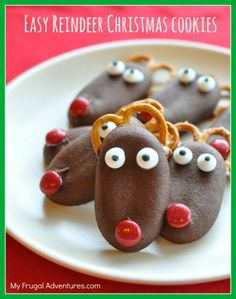 Easy Reindeer Christmas Cookies- so fun for kids and very quick to assemble. Perfect for class parties or lunchbox treats!  These would also be cute to leave for Santa on Christmas Eve!