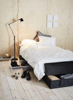 Aproveitar todos os espaços, é dar passos em frente na arrumação. Ikea Samla, Comforters, Interiors, Blanket, Bed, Furniture, Home Decor, Gardening Tools, Ikea Products