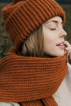 This wonderfully generous beanie from Novita Alpaca Wool keeps you warm during those cold winter days. Knitting Socks, Baby Knitting, Knitted Hats, Knit Crochet, Crochet Hats, Alpaca Wool, Knitting Accessories, Alpacas, Knit Fashion