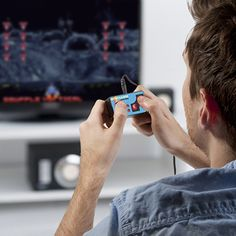 Play 200 retro video games with this simple controller that plugs into your TV's A/V Input! Play all your favourite video games! Retro Videos, Retro Video Games, Retro Games, Retro Arcade, Game Controller, Christmas Gifts For Boyfriend, Boyfriend Gifts, Smart Tv, Cadeau High Tech