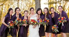 fall-wedding-bridesmaids パープルも秋カラーにはピッタリ。ストールを用意して寒さ対策。