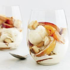 This is an excellent grown-up version of an ice cream sundae, made with lush nectarines cooked in bourbon. The best part: the crisp, buttery pound-cake croutons.Recipe: Bourbon-Nectarine Ice Cream Sundaes with Pound-Cake Croutons Ice Cream Desserts, Köstliche Desserts, Frozen Desserts, Frozen Treats, Delicious Desserts, Nectarine Dessert, Nectarine Recipes, Crouton Recipes, Gourmet