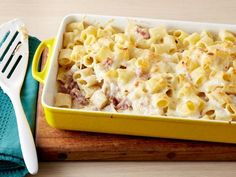 Baked Rigatoni with Bechamel Sauce : The key to pulling off Giada's decadent baked pasta dish is all in the bechamel sauce — a creamy mixture of butter, flour and whole milk that makes the perfect rich coating for the rigatoni and prosciutto. Baked Pasta Recipes, Sauce Recipes, Cooking Recipes, Easy Recipes, Giada Recipes, Recipes With Bechamel Sauce, Rigatoni Recipes, Recipe Pasta, Healthy Recipes