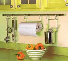 This would be so easy to DIY with a curtain rod and S hooks! Motor Home Storage, Rv Storage, Caravan Storage Ideas, Paper Towel Storage, Caravan Ideas, Storage Units, Paper Towels, Storage Hacks, Ikea Kitchen