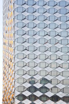 Wanda Reign Wuhan: Luxury Hotel with Dynamic Cladding Made from Glass Triangles Wuhan, Triangles, Facade Pattern, Metal Facade, Exterior Cladding, Taking Shape, Facade Design, Facade Architecture, Beautiful Buildings