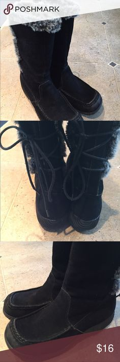 WOMENS BLACK SUEDE, FAUX FUR TRIM BOOTS Comfortable, very nice and clean! Laces and ties up the back. canyon river blues Shoes Winter & Rain Boots