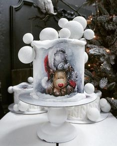 A Russian confectioner Elena Gnut bakes not only delicious but also unbelievably beautiful cakes. Baby Cakes, Cupcake Cakes, Shoe Cakes, Pink Cakes, Holiday Cakes, Christmas Desserts, Christmas Cakes, New Year's Cake, Friends Cake