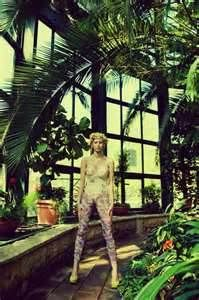 stance, foliage, composition