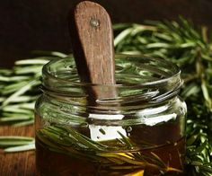 Rozmarynowa oliwa z oliwek / Rosemary olive oil Olives, Infused Oils, Spices And Herbs, Olive Tree, Kraut, Chutney, Food Styling, Olive Oil, Fudge