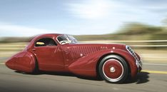 Red Alfa Romeo 8C Viotti Coupe Deco design 1932 ❤ App for Alfa & Fiat ★ Fiat Warning Lights guide, is now in App Store https://itunes.apple.com/us/app/app-for-fiat-fiat-warning/id954160827?ls=1&mt=8
