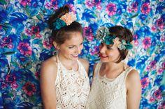 Des fleurs dans les cheveux - Accessoires cheveux: Les Dormeuses de Madapolam - Robe de mariée: Mlle de Guise - Crédit photo: Emeline Hamon - La Fiancée du Panda Blog Mariage et Lifestyle