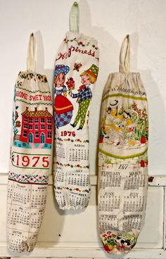 How to repurpose vintage calendar tea towels into plastic grocery sack dispensers! Recycled Paper Crafts, Recycled Gifts, Upcycled Crafts, Handmade Crafts, Repurposed, Recycled Fabric, Vintage Sheets, Vintage Fabrics, Vintage Crafts