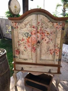 Adding That Perfect Gray Shabby Chic Furniture To Complete Your Interior Look from Shabby Chic Home interiors. Decoupage Furniture, Diy Furniture Projects, Hand Painted Furniture, Funky Furniture, Refurbished Furniture, Art Furniture, Shabby Chic Furniture, Shabby Chic Decor, Furniture Makeover