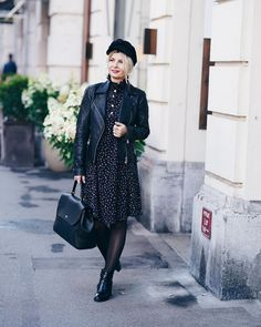 An all black, winter outfit ensemble| For more style inspiration visit 40plusstyle.com