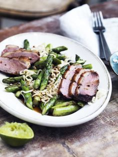 : Nudelsalat med andebryst og ristede asparges - KK.no