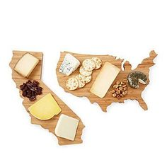 From Wisconsin cheddar to New York apples, serve your favorite foods with a side of patriotic pride on these bamboo boards. Kitchen Gifts, Kitchen Items, Kitchen Dining, Kitchen Stuff, Kitchen Gadgets, Diy Cutting Board, Bamboo Cutting Board, Hostess Gifts, Holiday Gifts