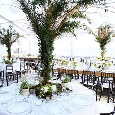 Tuesday's #tablescape 🌿 @vizcaya_museum with @melissa_davis_designs shot by @donnanewmanphoto #alwaysflowersevents