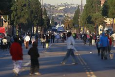 Space shuttle Endeavour rolls through the streets of L.A. - Framework - Photos and Video - Visual Storytelling from the Los Angeles Times