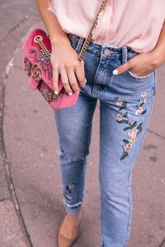 how to pull off mom jeans // brighton keller wearing rose embroidered jeans with lace sleepless blouse and Mini GG Marmont Matelassé Velvet Shoulder Bag with dee keller portia pumps in cognac suede Diy Jeans, Painted Jeans, Painted Clothes, Outfit Jeans, Floral Jeans Outfit, Editorial Denim, Jean Diy, Flower Jeans, Jeans With Flowers