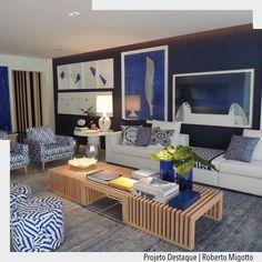 A sala da casa de Praia por Roberto Migotto tem o azul como base na decoração. Estampas e texturas se misturam em perfeita harmonia. Ad Pinterest/ arqdecoracao @arquiteturadecoracao @acstudio.arquitetura #arquiteturadecoracao #olioliteam #instagrambrasil #decor #arquitetura #sala #adsala #azul #azulmarinho #azulpetroleo
