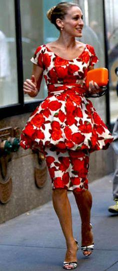 Carrie Bradshaw / #maancheno - ogni tanto penso che venga abbandonata dallo stilista di fiducia e faccia di testa sua...