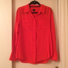 ‼️SALE‼️ 100% SILK J.Crew Red Long Sleeve Top • Gently used, very good condition! • Size small (fits size 2-6) • Color is a tomato red • No stains, rips, discoloration or defect •‼️NO TRADES - NEGOTIABLE PRICE - I WILL NOT RESPOND TO QUESTIONS ABOUT PRICE - USE THE OFFER BUTTON AND WE CAN WORK OUT A DEAL - NO ️️ - PRICE REFLECTS CONDITION - THANK YOU‼️ J. Crew Tops