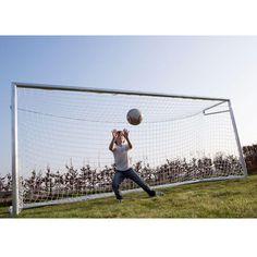 Jalkapallomaali jonka edustalla on mukavaa olla torjumassa. Avynan alumiininen jalkapallomaali koostuu 9 osasta ja se on helppo ja nopea koota Railroad Tracks, Train Tracks