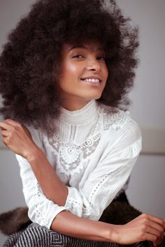 Spalding # No TV, no texting—and she goes to bed on time. It's no surprise Esperanza Spalding remains one of the hardest-working young musicians in years. Esperanza Spalding, Curly Hair Styles, Natural Hair Styles, Pelo Afro, Afro Textured Hair, Black Girls Hairstyles, African Beauty, Big Hair, Kinky