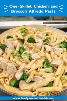 This Chicken and Broccoli Pasta Alfredo recipe is perfect for busy nights. Pasta Alfredo, Broccoli Alfredo, Broccoli Pasta, Alfredo Recipe, Chicken Macaroni Salad, Chicken Noodle Casserole, Pasta Recipes, Chicken Recipes, Dinner Recipes