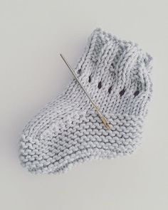 Knit baby socks with 2 knitting needles and 2 stitches - BABYSPULLETJES - Knit baby socks with 2 knitting needles and 2 stitches - Baby Booties Knitting Pattern, Baby Shoes Pattern, Crochet Baby Boots, Knit Baby Booties, Baby Hats Knitting, Baby Sewing, Free Sewing, Crochet Socks Tutorial, Brei Baby