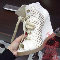 tendências em modelos, saltos e solados [sapatos]  Marca: Capodarte  Foto fornecida pela assessoria de imprensa da marca.