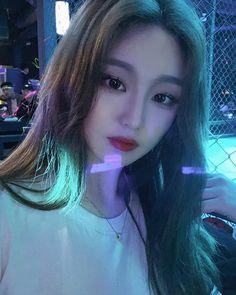 @han_kyung__ Ulzzang Fashion, Ulzzang Girl, Korean Girl, Asian Girl, How To Look Better, How To Make, Tumblr Girls, Cute Girls, Hair Styles