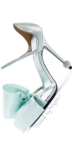 Regilla ⚜ Roger Vivier, Fall Winter - bow and diamonds? Roger Vivier, Pretty Shoes, Beautiful Shoes, Zapatos Shoes, Shoes Heels, Pumps, Stilettos, All About Shoes, Hot Shoes