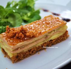 This festive entry is totally improvised, a perfect marriage between foie gras, apple and . Entree Festive, Xmas Food, Appetisers, Dessert Recipes, Desserts, Food Cravings, Finger Foods, Holiday Recipes, Food And Drink
