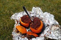 Havehygge med appelsinkage på bål