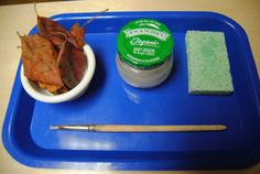 Montessori Gluing Tray with real Autumn leaves: Vibrant Wanderings