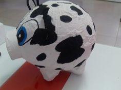 Alcancia de vaca con un globo y carton de huevo - YouTube Piggy Bank, Kindergarten, Paper Crafts, Activities, Cute, Kids, Craft Ideas, Google, Paper Mache