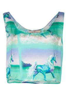 Unicorns!!!! Green crop top from Vanesa Krongold featuring an unicorn print and a round neck.