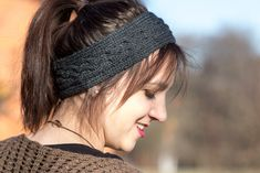 Easy Knitting : Knitting headband with cable knitting, pattern, Cable Knitting, Easy Knitting, Knitting Patterns Free, Knit Headband Pattern, Knitted Headband, Knitted Hats, Knit Or Crochet, Crochet Hats, Diy Mode
