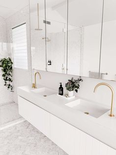 Here you should discover bathroom decorating on a budget, tips for small bathrooms, guest bathroom decor tips and diy bathroom style Modern White Bathroom, Beautiful Bathrooms, Minimal Bathroom, Simple Bathroom, Bathroom Ideas White, White Master Bathroom, Bad Inspiration, Bathroom Inspiration, Architecture Renovation