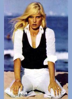 Vartan Sylvie, Belle Photo, White Jeans, Sexy Women, Hipster, Pants, Portraits, Woman, Fashion