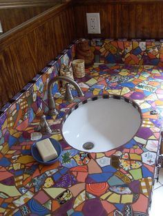 Mosaic Vanity grouted – - Cute Home Decor Mosaic Crafts, Mosaic Projects, Mosaic Art, Mosaic Glass, Mosaic Tiles, Stained Glass, Craft Projects, Cement Tiles, Wall Tiles